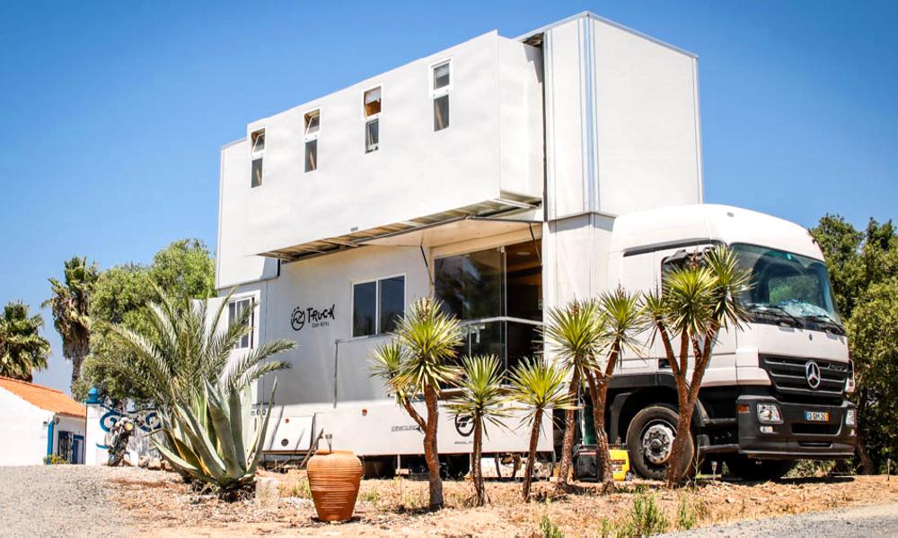 Ce camion-hôtel extensible est le spot préféré des surfeurs