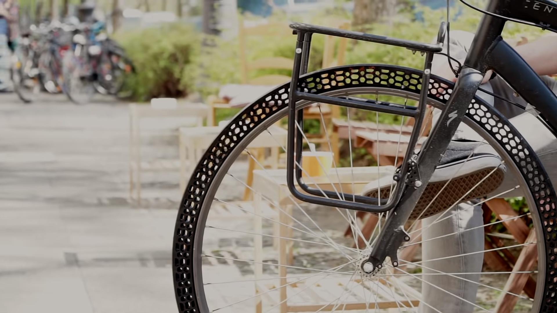 Ami(e)s cyclistes, voici la roue de vélo increvable