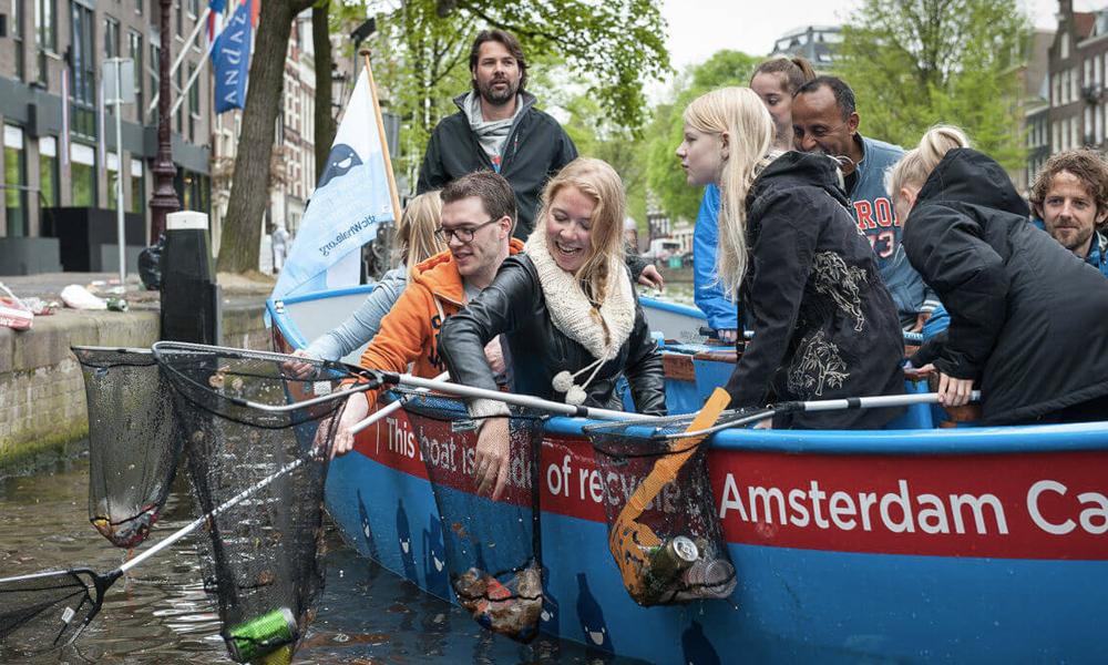 À Amsterdam, des «croisières» touristiques pour repêcher le plastique
