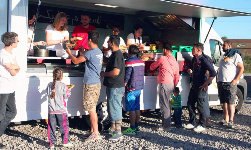 Dans ce food truck, des migrants cuisinent pour les migrants