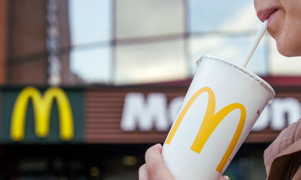 Enfin écolo, McDonald's annonce la mort des pailles en plastique