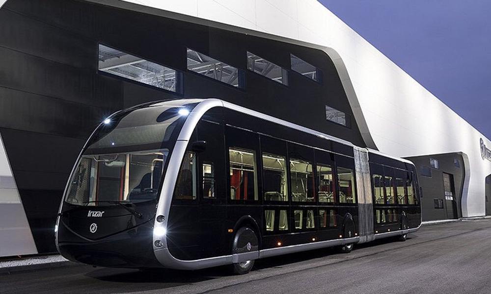 Ce tram électrique sans rails arrive sur les routes de France