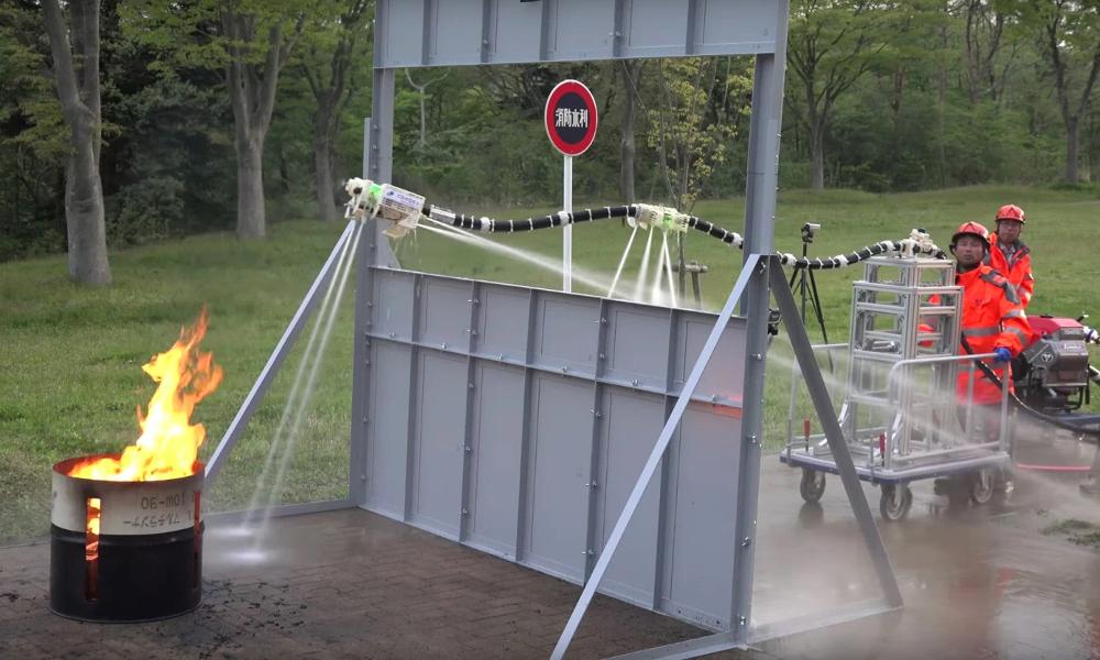 Ce robot pompier est une lance à incendie volante