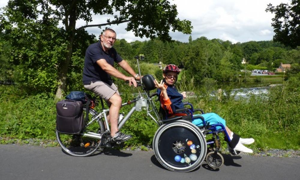 Le Français qui transformait les fauteuils roulants en pousse-pousse