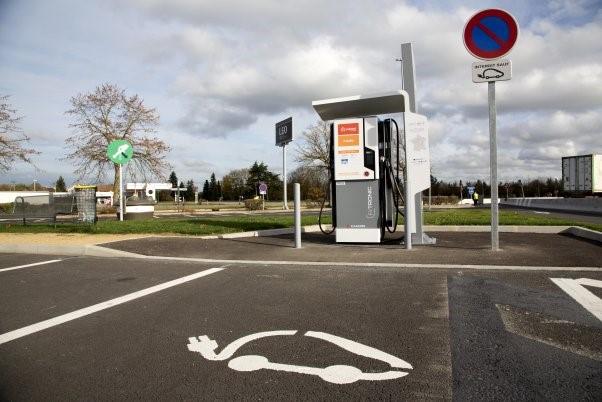 Les autoroutes françaises passent enfin à l'électrique
