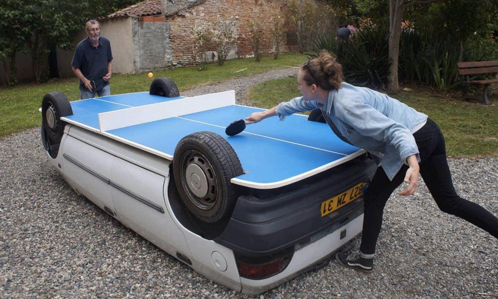 Piscine, ping-pong… Les 10 choses les plus stupides à faire avec une voiture