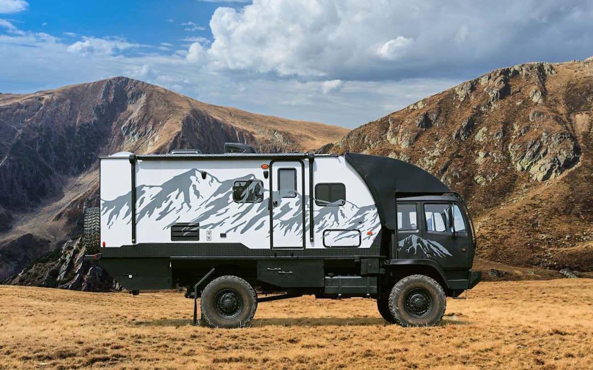 Avec ce camping-car tout-terrain, vous allez devenir le Dieu du camping