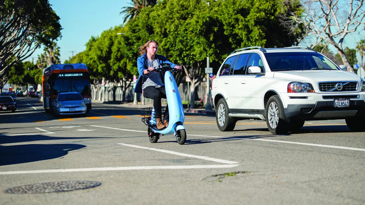Ce scooter électrique peut rouler sur les pistes cyclables