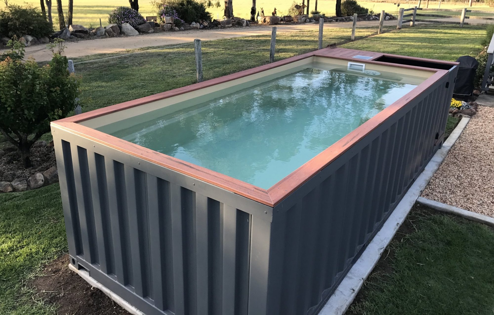 Qui veut un vieux container recyclé en piscine ?