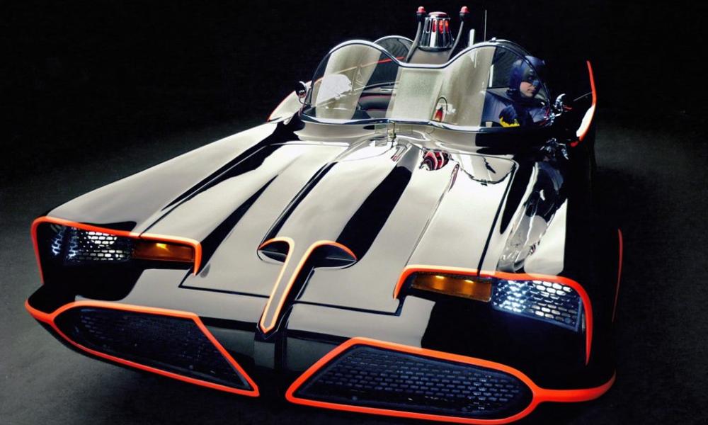 À VENDRE : Batmobile, état neuf, lance-flammes inclus