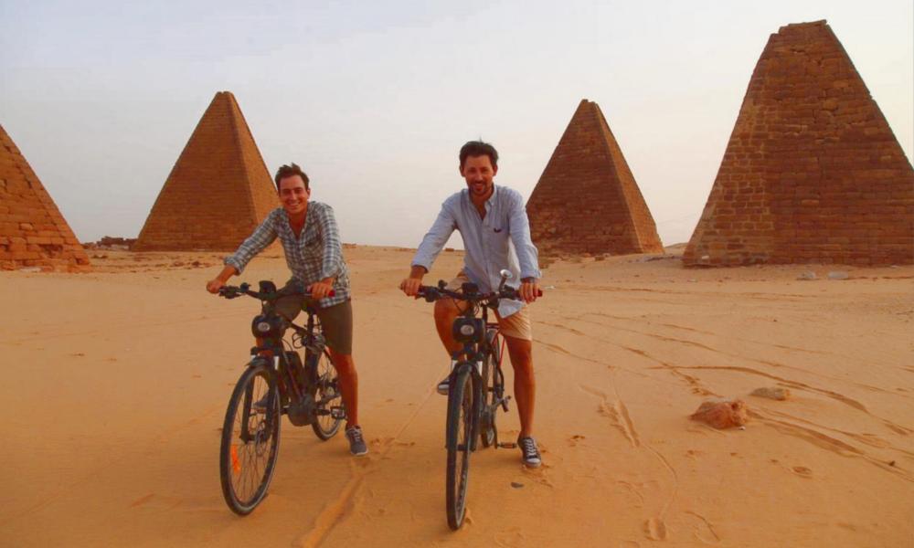 Deux Français ont traversé le Sahara en vélo électrique