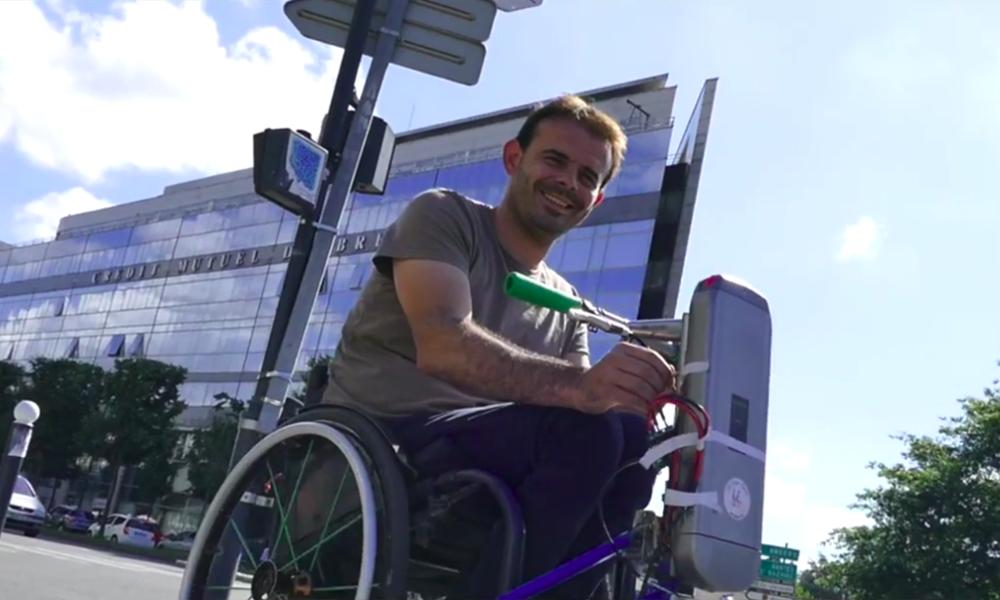 À Rennes, des bricoleurs motorisent les fauteuils roulants pour 100 euros