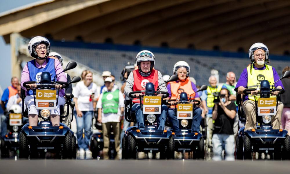 Aux Pays-Bas, des courses de scooters réservées aux plus de 75 ans
