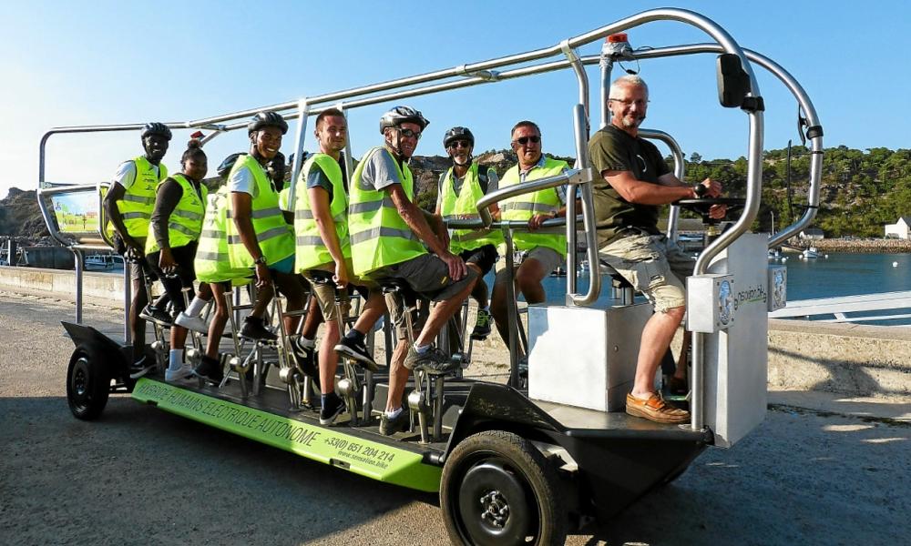 Dans ce vélo-bus breton, tout le monde pédale