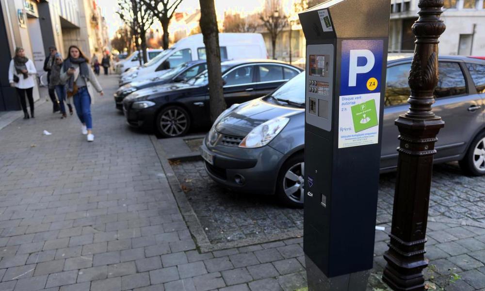 Avec le Disque Vert, le stationnement est gratuit pour les voitures propres