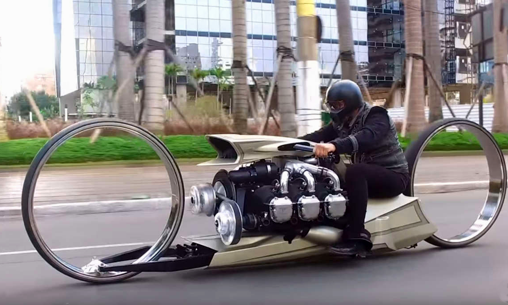 Un ancien pilote de F1 fabrique la moto de Tron