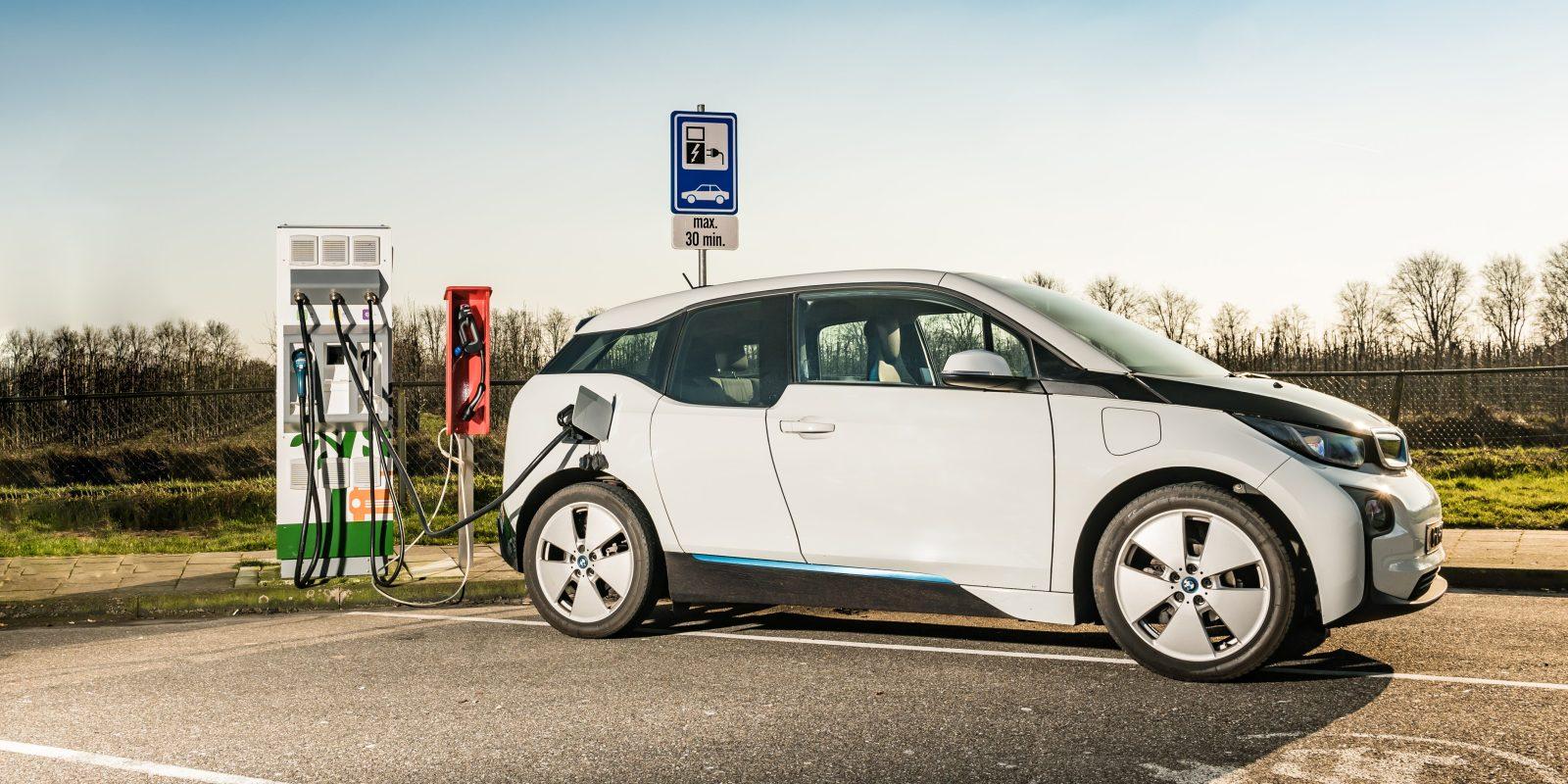 Vers un chargeur de voiture électrique universel?