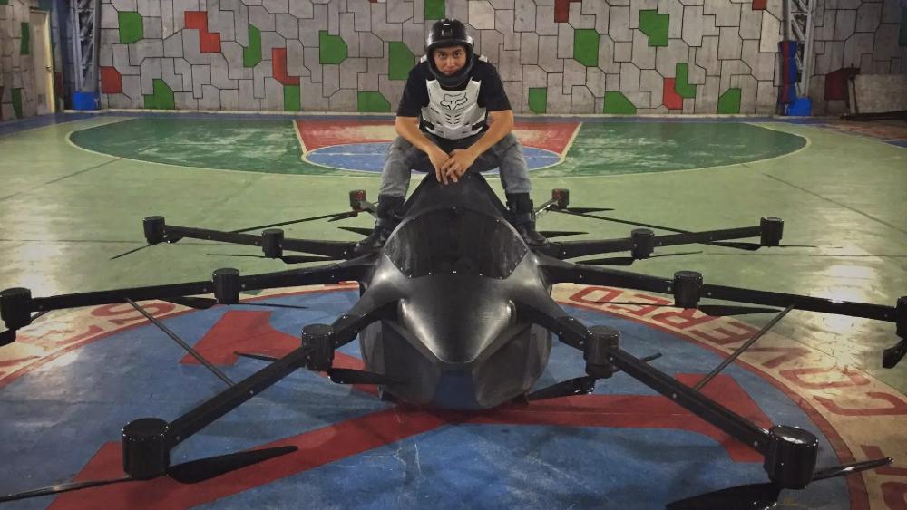 Saoulé par les bouchons, il construit un drone XXL pour aller bosser