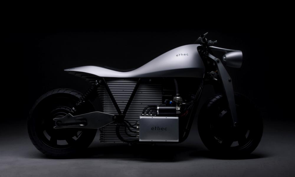 Cette moto électrique peut rouler 400 kilomètres non-stop