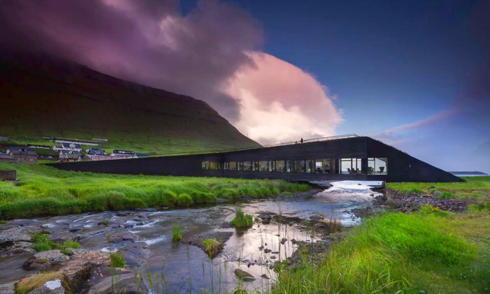 Aux Îles Féroé, la mairie est aussi… un pont