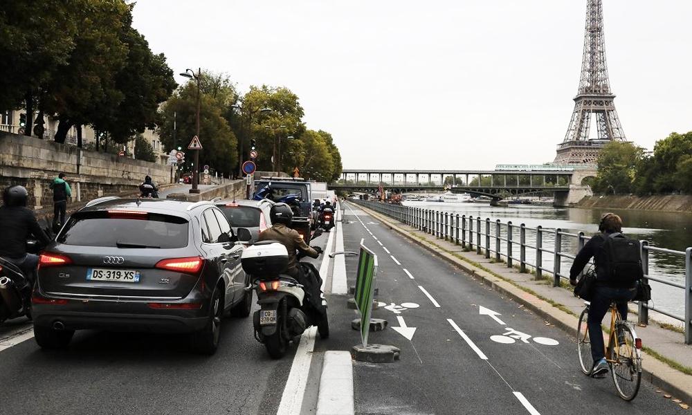 À Paris, des radars anti-voitures bientôt installés sur les pistes cyclables