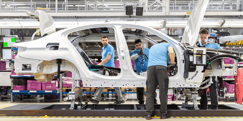 L'Europe met la pression aux constructeurs pour produire plus de voitures électriques