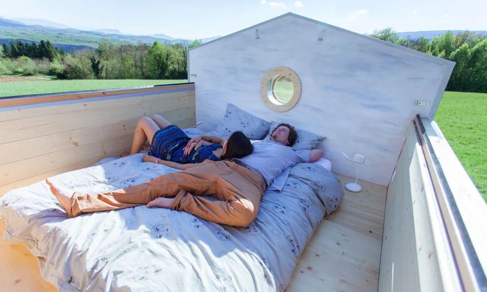 Made in France : voici la première tiny house à toit ouvrant