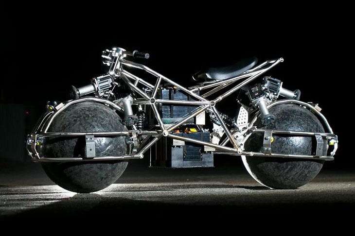 Cette moto-boule roule à 360°