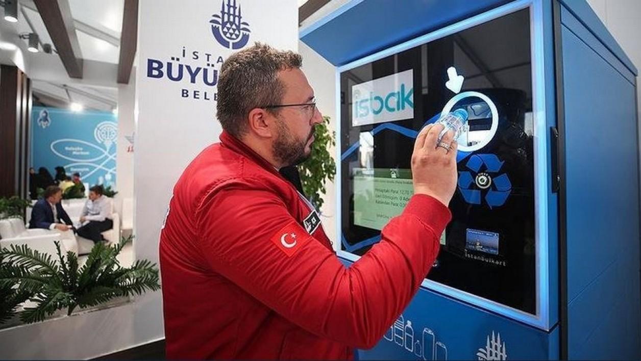 À Istanbul, on paye son ticket de métro avec des bouteilles en plastique