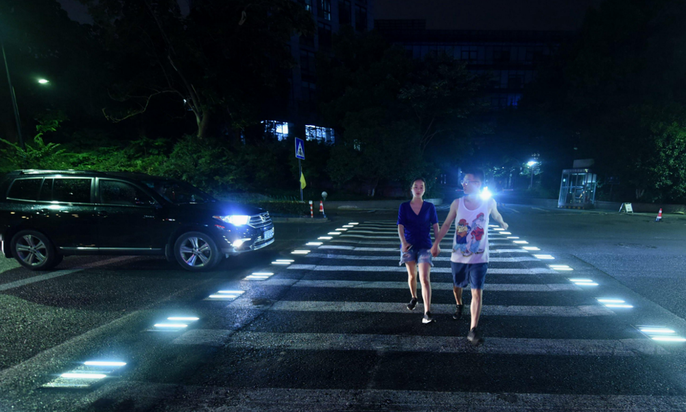 Les passages piétons lumineux débarqueront-ils un jour à Paris ?