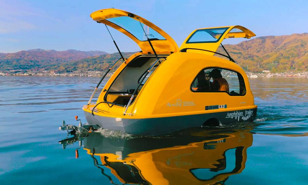 Une caravane-bateau pour des vacances à la coule