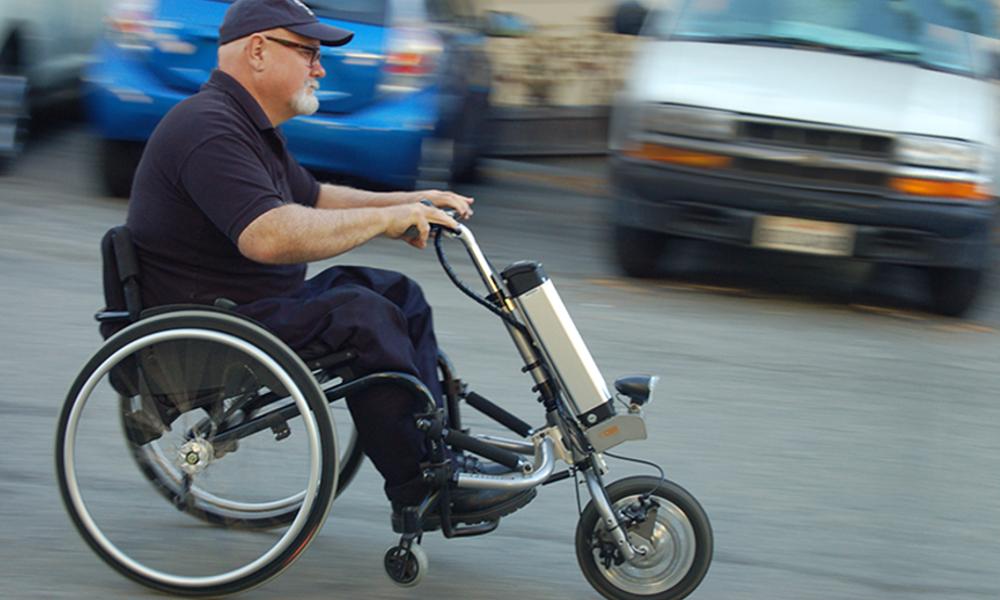 Transformer votre fauteuil roulant en scooter en 60 secondes chrono