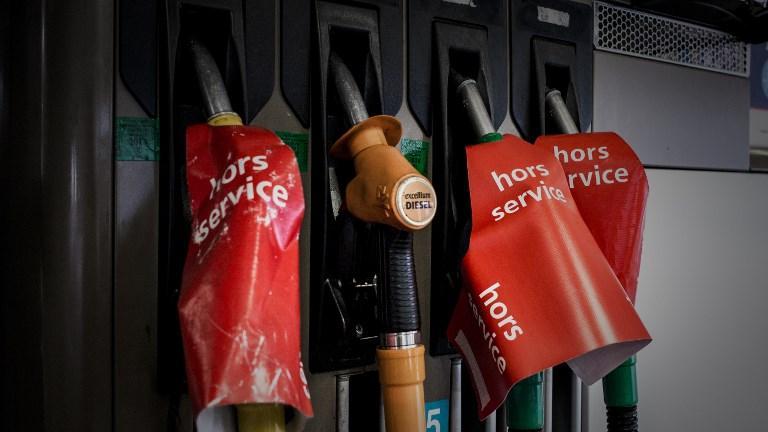 Prix de l'essence : une association veut envoyer la facture à l'Elysée