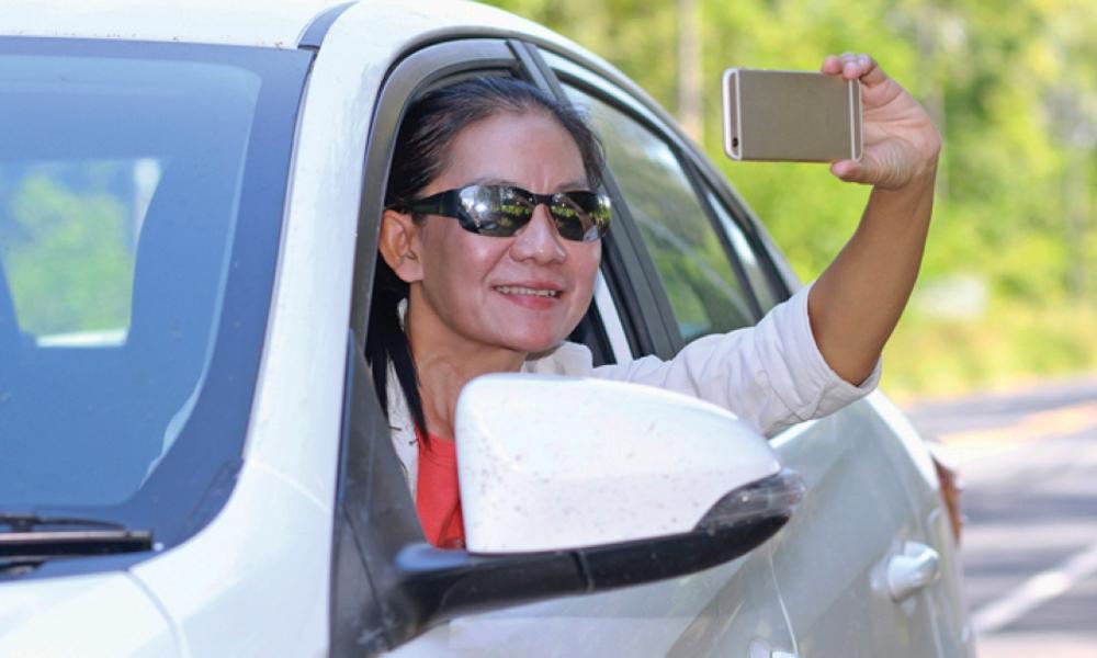 Surprise sur prise : filmer un accident vous coûtera 135 euros d'amende