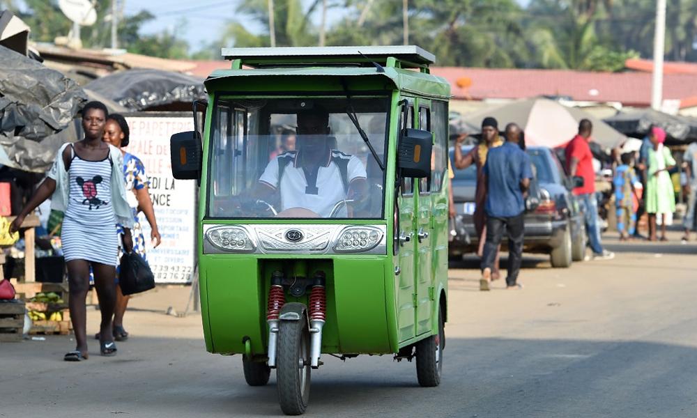 En Côte d'Ivoire, les voitures solaires ont déjà remplacé les taxis