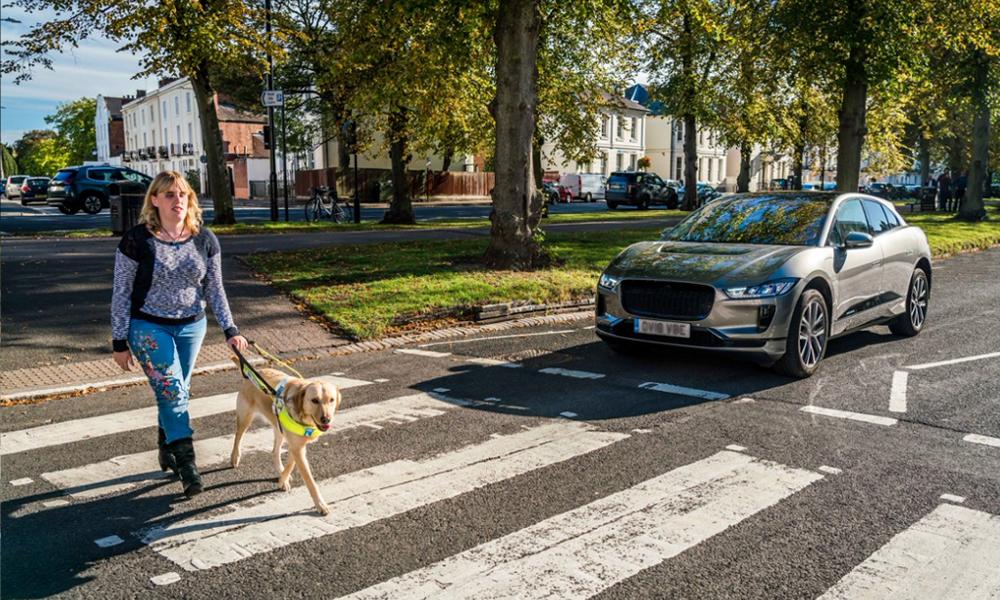 Pour éviter les accidents, l'Europe impose aux voitures électriques de faire… du bruit