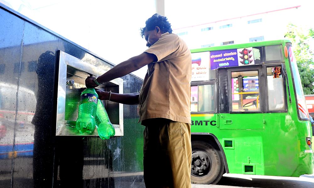 En Indonésie, le bus est gratuit pour ceux qui recyclent