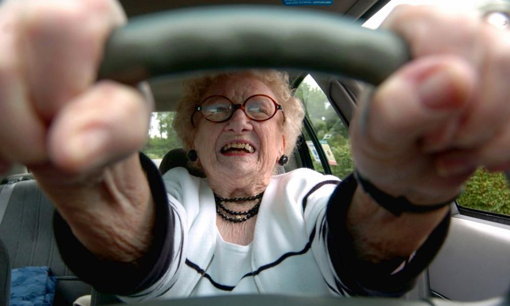 Non, les seniors ne conduisent pas moins bien que vous