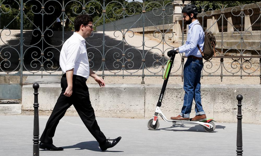 A Paris, rouler en trottinette sur les trottoirs vous coutera bientôt 135 €