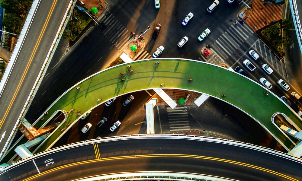 En Chine, on fait du vélo à 5 mètres de hauteur au-dessus du trafic