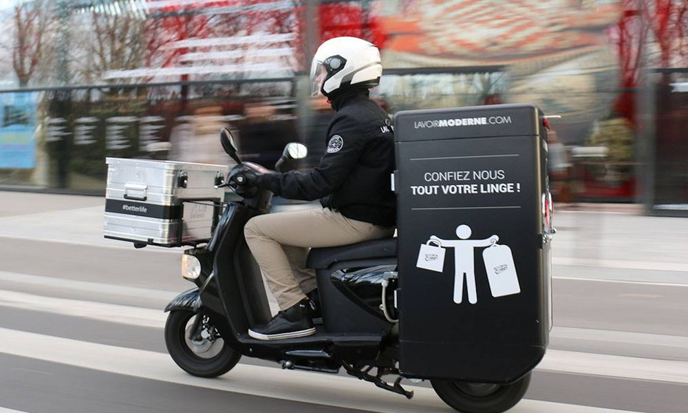 Cette laverie écolo rapporte votre linge en scooter électrique