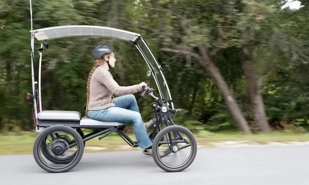 Ce vélo solaire tout-terrain se transforme en scooter électrique