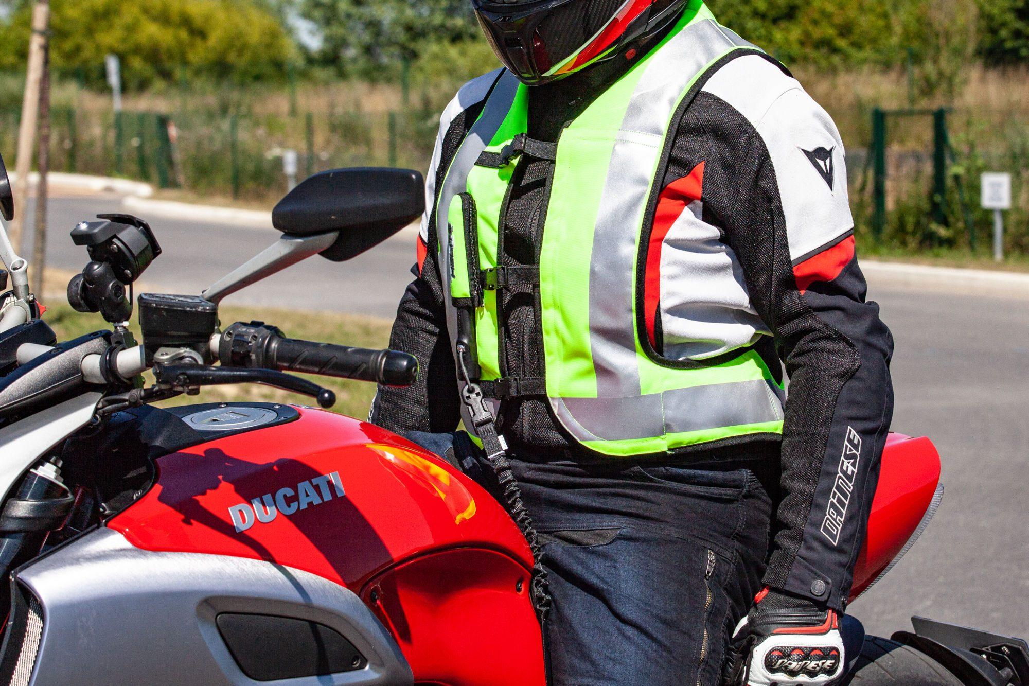La sécurité routière a une idée de cadeau de Noël pour les motards