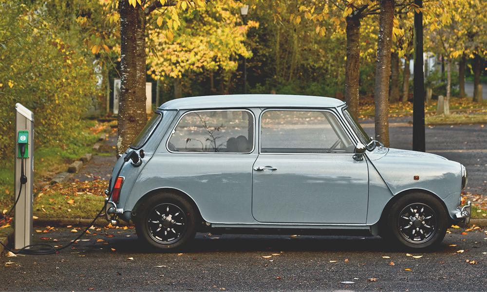"""Le """"rétrofit"""" : une solution pour convertir sa vieille voiture à l'électrique"""