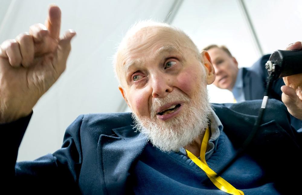 À 96 ans, ce prix Nobel a découvert l'énergie qui va sauver la planète