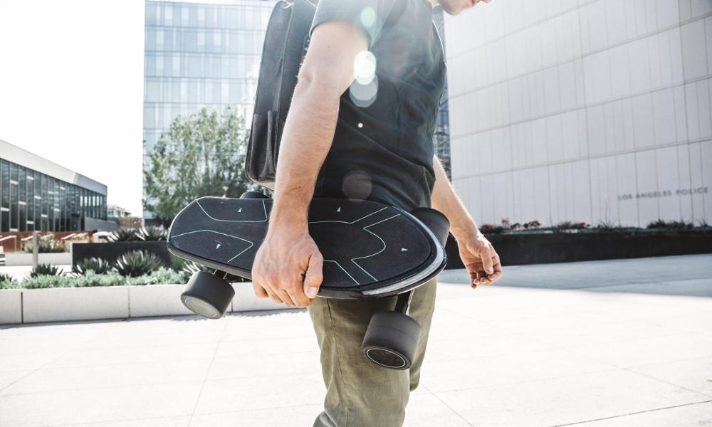 Le premier service de skateboards électriques à emprunter arrive en ville