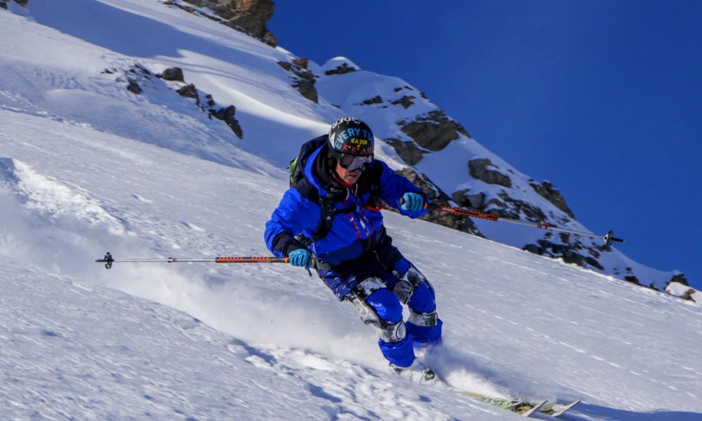 Ski-Mojo, le premier exosquelette qui protège les genoux des skieurs