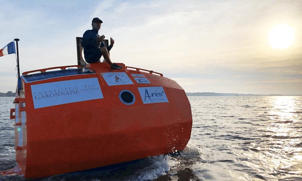 À 71 ans, ce Français traverse l'océan dans un… tonneau