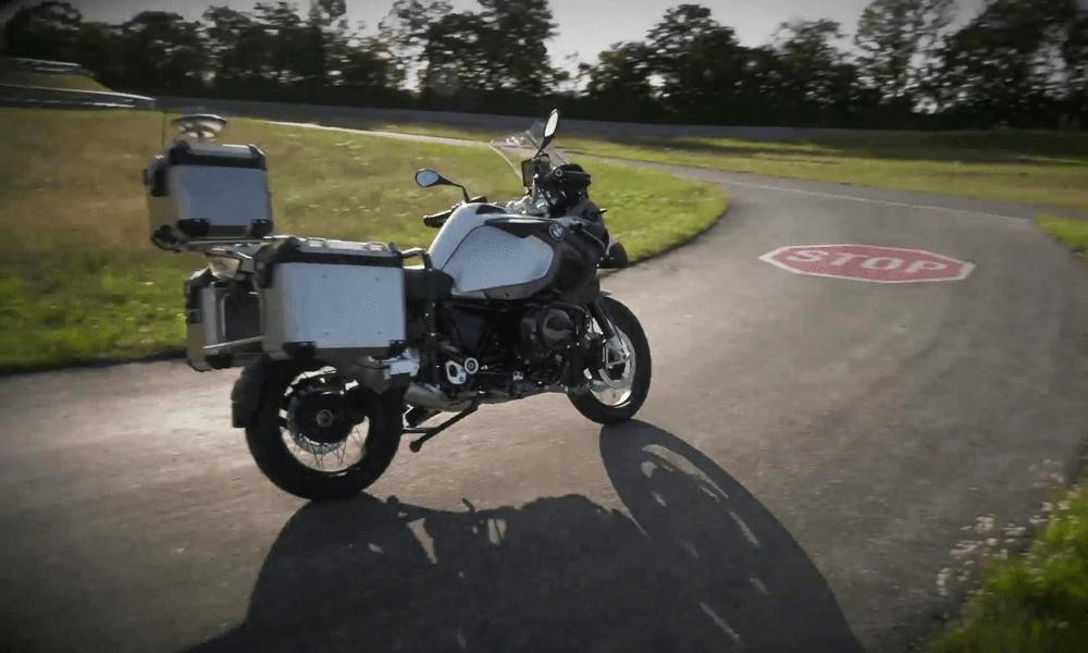Vous l'attendiez : voici la première moto qui roule toute seule
