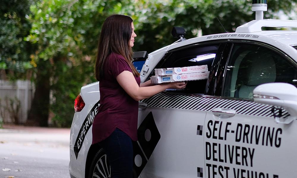 Plus fort qu'Uber Eats : ces voitures sans chauffeurs livrent vos repas à domicile